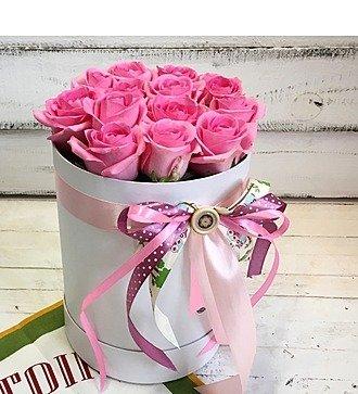 Шляпная коробка с 15 розами