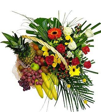 """Корзина с цветами и фруктами """"Курортная"""""""
