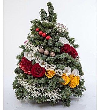 "Праздничная елка из цветов ""Снежная красавица"""