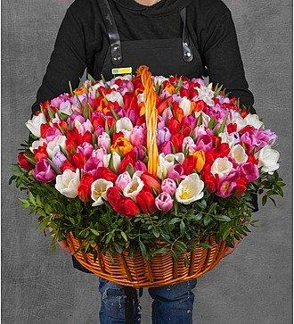 """Композиция из тюльпанов """"Драгоценная моя..."""" (51, 101 или 201)"""