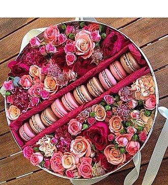 Коробка с цветами Королевский десерт