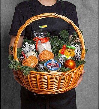 """Подарочная корзина """"Крабовый салат"""""""