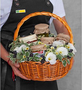 """Подарочная корзина """"Овощное ассорти"""""""