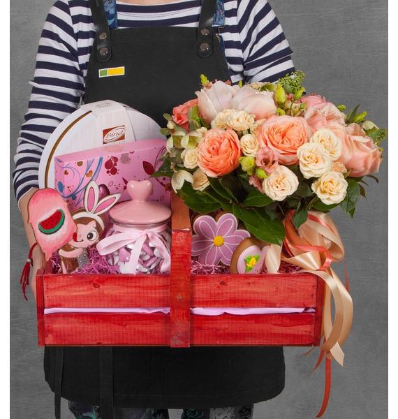 Подарочное кашпо с букетом Любимой принцессе
