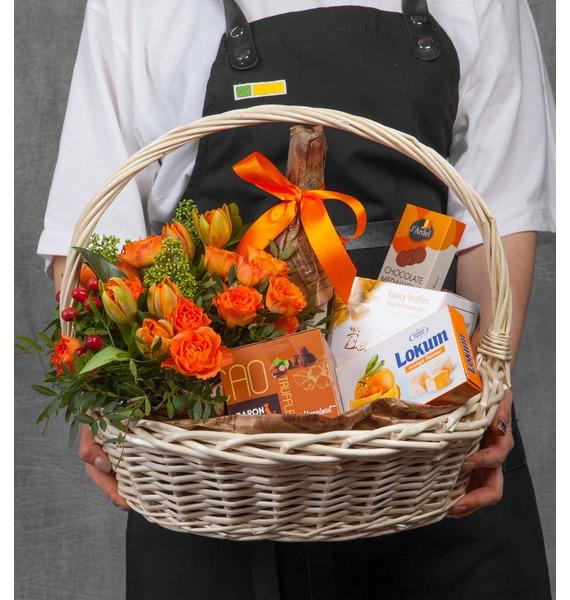 Подарочная корзина Оранжевый мир (Игристое вино в подарок) – фото № 1