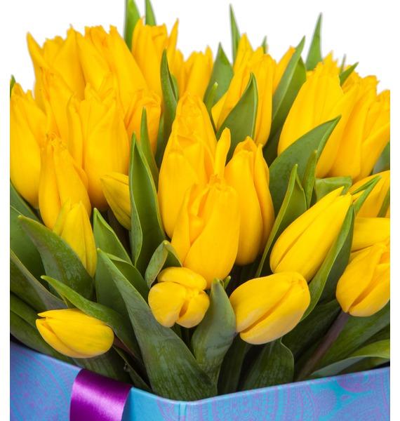 Композиция из желтых тюльпанов в вазе – фото № 3