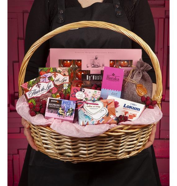 презент от айболита подарочная корзина с фруктами и сладостями Подарочная корзина Воздушный зефир