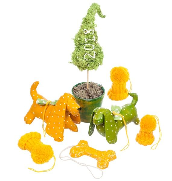 Набор авторских игрушек Год желтой собаки елка искусственная с ягодами и ветками 35см