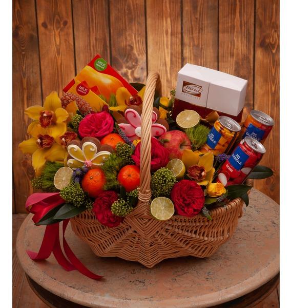 Подарочная корзина Радуга вкусов подарочная корзина фруктовый заряд