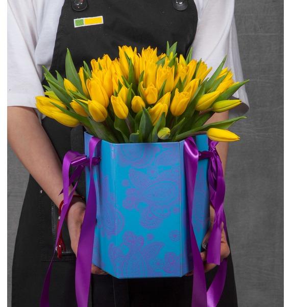 Композиция из желтых тюльпанов в вазе – фото № 1