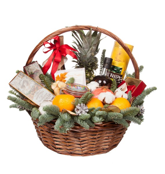 ... Gift basket Ringing glasses (Sparkling wine and cognac as a gift) – photo ...