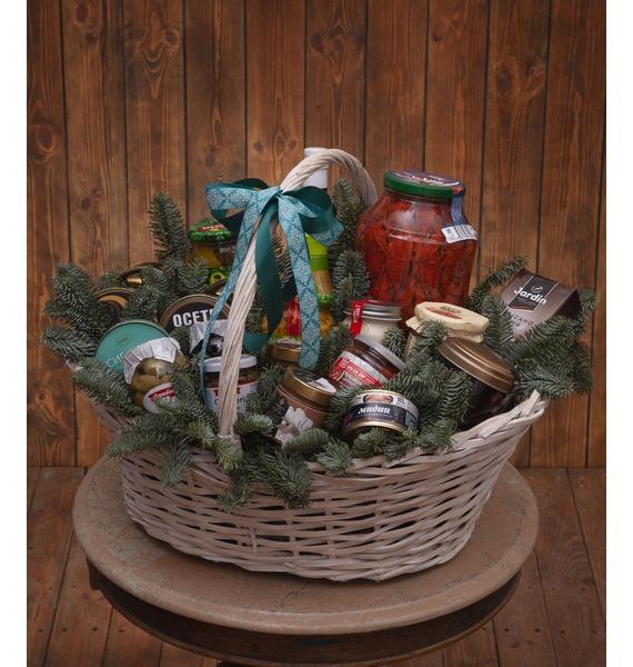 презент от айболита подарочная корзина с фруктами и сладостями Подарочная корзина Всё и сразу