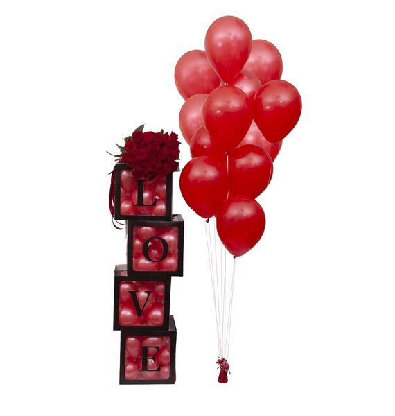 "Оформление шарами ""Love"" с букетом роз"