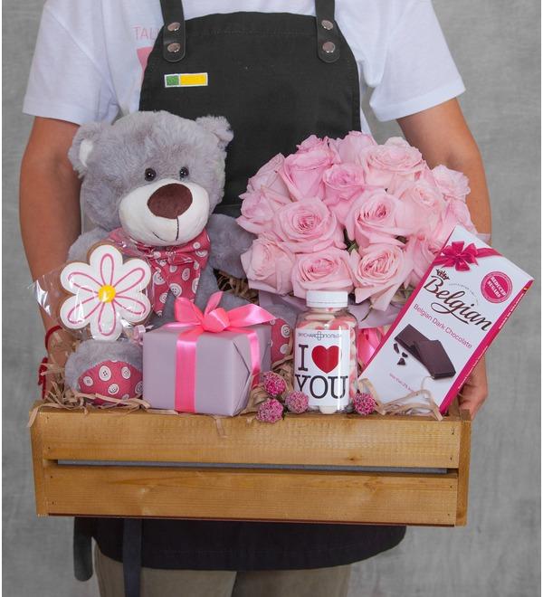 Подарочное кашпо с букетом Любовь сильнее всего! – фото № 1