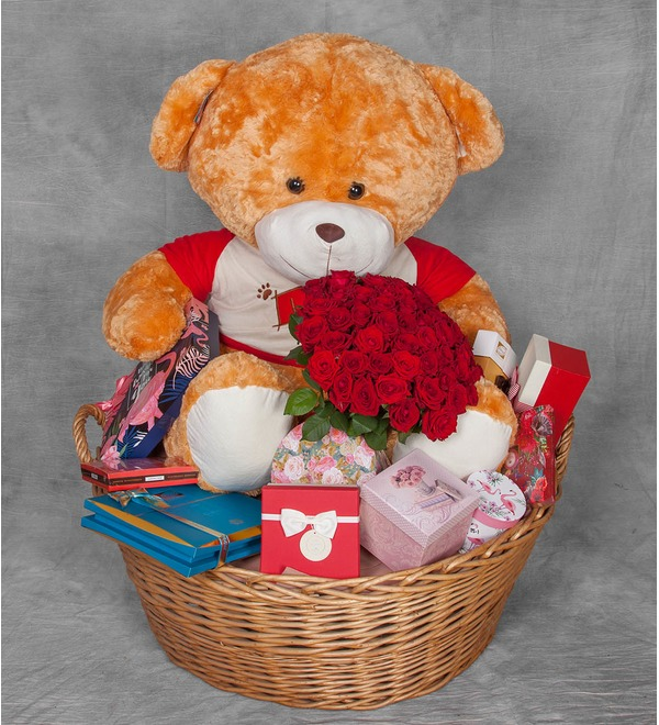 Composition Teddy bear with a bouquet – photo #1